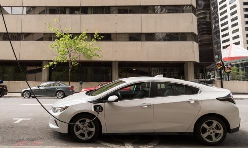 Mașinile electrice, revoluția pe care nu o vrea nimeni